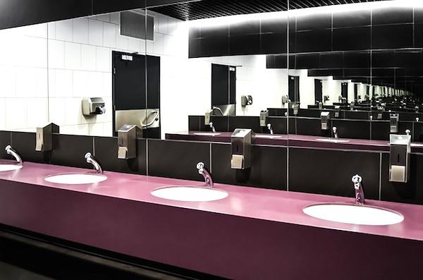 外で借りたトイレもキレイにする。