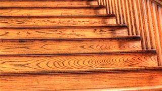 玄関ドアの前にある階段
